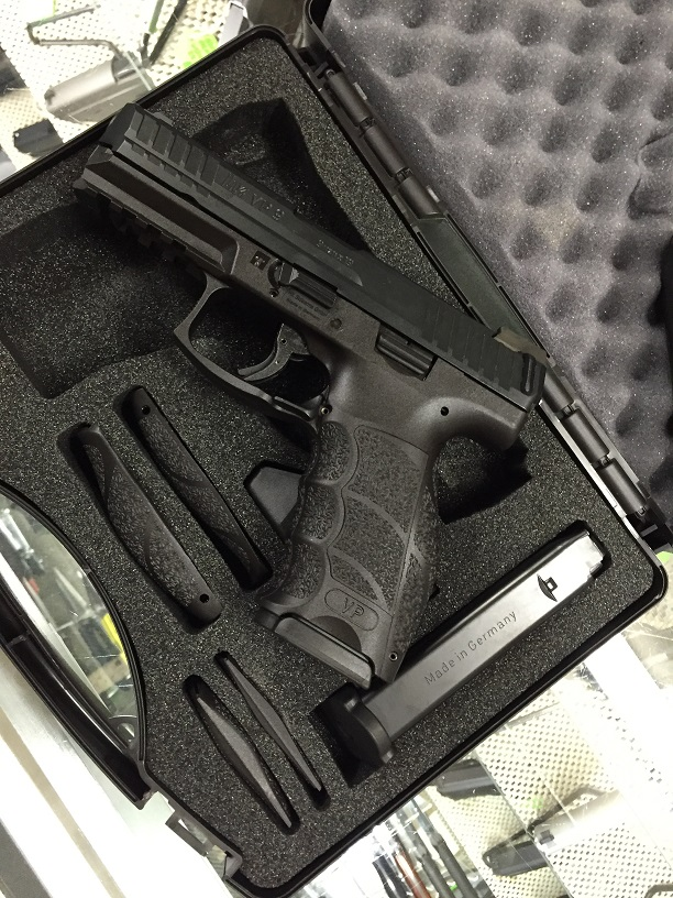H&KVP9 9MM W 3/15RD Mags and Night Sights