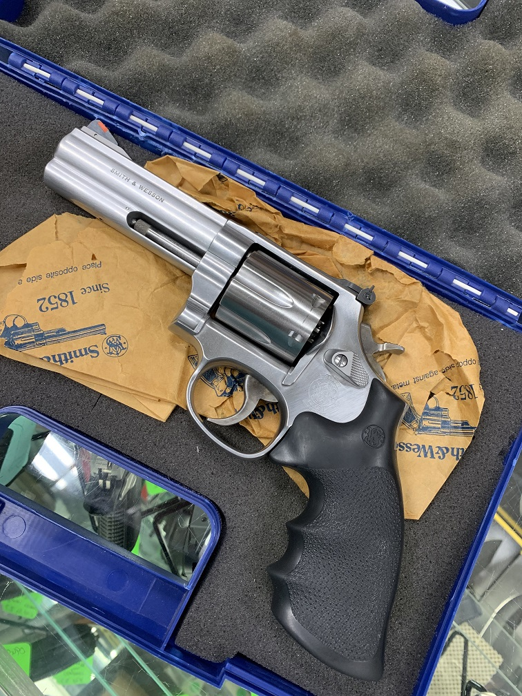 "Smith Wesson 686-5 4"" Stainless USED 357 Magnum"