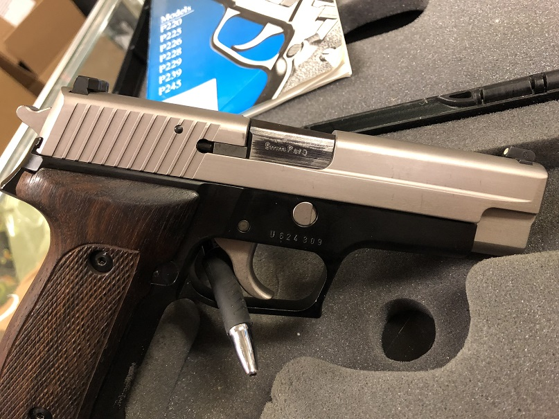 Sig Sauer P226 9mm 3 15rnd Mags USED